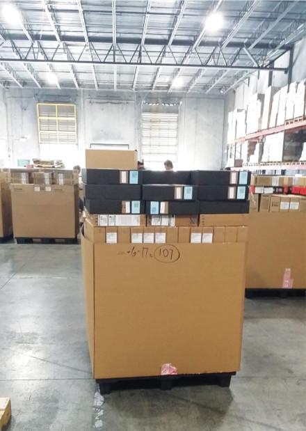 Empaquetado: El que empaca – Empaqueta los productos verificados y escaneados.