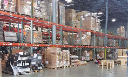 Warehouse: Bodega de 50K pies cuadrados, 1,286 espacios para pallets o para 53 contenedores.