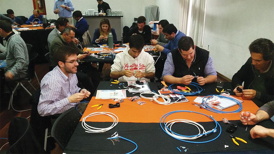 Nexxt Solutions Continua Certificando El Canal En Uruguay 001
