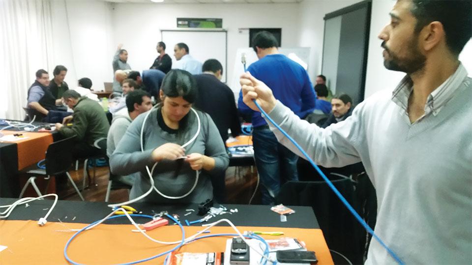 Nexxt Solutions Continua Certificando El Canal En Uruguay 003