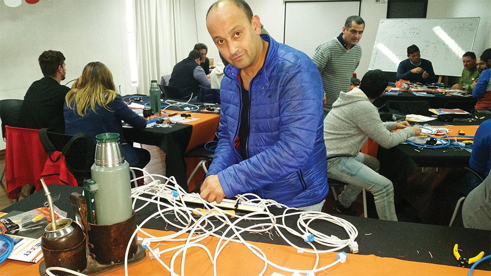 Nexxt Solutions Continua Certificando El Canal En Uruguay 004