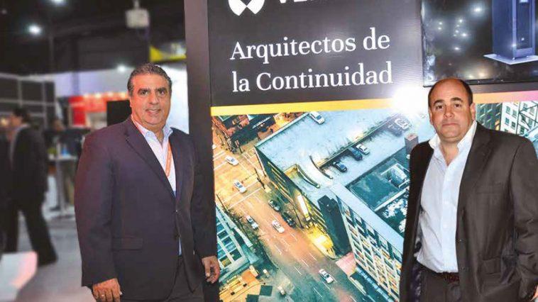 Ricardo Duque, Vicepresidente de Estrategias de Canales de Vertiv para las Américas. Diógenes Núñez, Director de DACAS Uruguay.