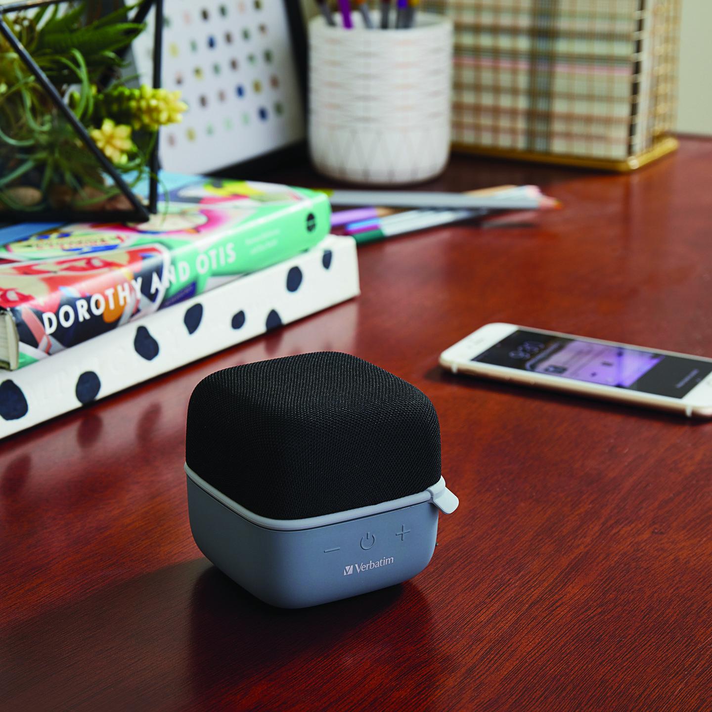 Altavoz inalámbrico Cube Bluetooth® – Negro. Manos libres y ranura microSD