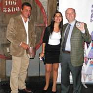 Foto Gabriel González, Gerente Comercial de Tech Data, Gimena Badell PM IBM y Gonzalo Sologaistoa, Gerente Comercial de AT, uno de los ganadores del sorteo