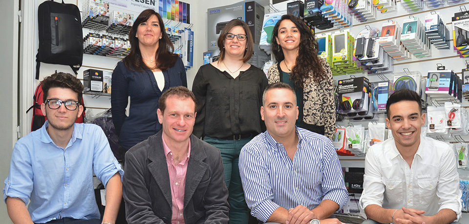 Abajo: Agustín González, Gastón Gliksman, Adrián Liberman y Nicolás Nanotti Arriba: Yamyla Silvera, Alejandra Araújo y Florencia Abreo
