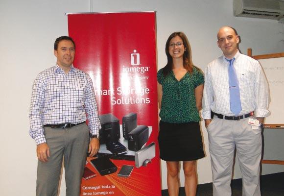 Izq a der: Marcelo Pedaccio, Sales Representative Argentia & Uruguay, María Virgiania Viña, PM Iomega en TechData y German Yeannes, Associate Technology Consultant