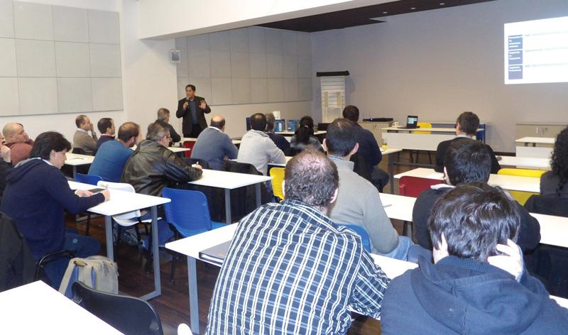 Oscar Rodríguez Iturria, Encargado de Ventas de Western Digital para la Región,  dando la capacitación en Unicom