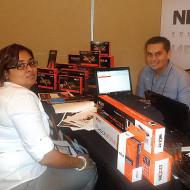 Foto Jorge Rojas de Nexxt con Natasha Sweatnham de NT Computeac